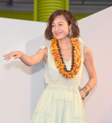 フラダンスを披露した西山茉希=『お台場ハワイ・フェスティバル2017』アンバサダー任命式 (C)ORICON NewS inc.