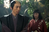 第18回より。 政次(高橋一生)の真意を知りたい直虎(柴咲コウ)は対話をしようとする(C)NHK