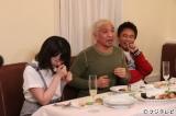 『ダウンタウンなう』に出演する(左から)峯岸みなみ、松本人志、浜田雅功 (C)フジテレビ