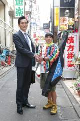 5月5日放送、テレビ東京系『孤独のグルメ』にハマちゃんこと浜崎伝助(濱田岳)が現れる(C)テレビ東京