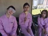 テレビ朝日系ドラマ『女囚セブン』ペンキを塗る作業のシーンではお互いの顔にペンキを塗ってじゃれ合ったり、和気あいあい(C)テレビ朝日