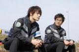 民間警備会社を題材したドラマ『4号警備』主演の窪田正孝(左)と北村一輝(右)(C)NHK