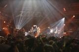 スガシカオ主催フェス『SUGA SHIKAO 20th Anniversaryスガフェス!〜20年に一度のミラクルフェス〜』に出演したポルノグラフィティ (C)西槇太一
