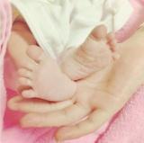 生まれたばかりの第1子との写真とともに出産を報告したYU-A(写真は本人インスタグラムより)
