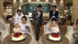 """""""ウエディングケーキ5キロ""""対決に挑む(左から)正司優子、もえのあずき (C)テレビ東京"""