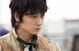 日本テレビ系連続ドラマ『フランケンシュタインの恋』に出演する綾野剛 (C)日本テレビ