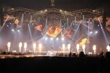 ド迫力の演出でも沸かせた=『T.M.R. LIVE REVOLUTION'17 -20th Anniversary FINAL-』より