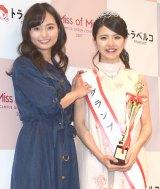 昨年グランプリの山賀琴子(左)とグランプリに輝いた立命館大2年の松田有紗さん=『Miss of Miss CAMPUS QUEEN CONTEST 2017』授賞式 (C)ORICON NewS inc.