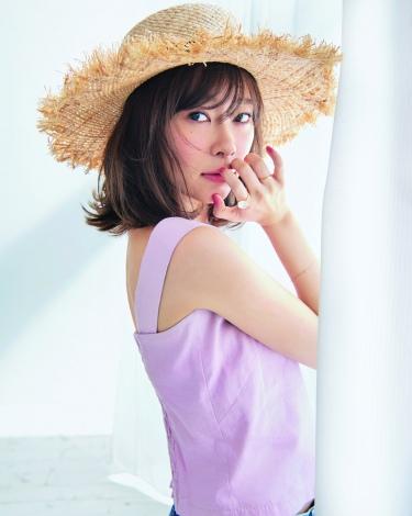 『CanCam』7月号の表紙を飾る指原莉乃(小学館)