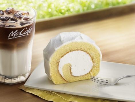 サムネイル マックカフェから北海道産の純生クリームを使った『贅沢ロールケーキ』が登場