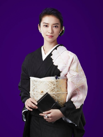武井咲主演で『黒革の手帖』悪女再び 「とにかくプレッシャーがすごい」 | ORICON NEWS