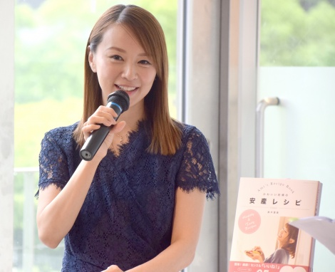 料理本『かわいい妊婦の安産レシピ』発売記念パーティーを開催した鈴木亜美 (C)ORICON NewS inc.