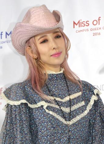 『Miss of Miss CAMPUS QUEEN CONTEST 2016』プレゼンターとして登壇した加藤ミリヤ (C)ORICON NewS inc.