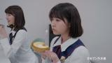 (左から)井上小百合、伊藤万理華=セブン-イレブン×乃木坂46 セブン-イレブンフェア