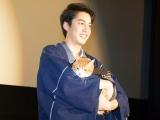 映画『猫忍』初日舞台あいさつに共演した猫の金時を抱いて登壇した大野拓朗 (C)ORICON NewS inc.