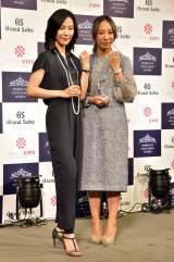 働く女性のロールモデルとなる女性を表彰する第3回「Woman of Excellence Awards」を受賞した(左から)木村佳乃(スペシャリスト部門)、蜷川実花(ビジネス部門) (C)ORICON NewS inc.