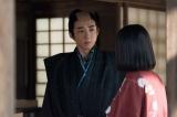 大河ドラマ『おんな城主 直虎』第20回より。政次(高橋一生)は、高瀬は武田が井伊に送り込んだスパイなのではないかと疑う(C)NHK