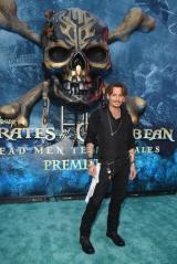 『パイレーツ・オブ・カリビアン/最後の海賊』USプレミア in ロサンゼルスに参加したジョニー・デップ(C)2017 Disney Enterprises, Inc. All Rights Reserved.