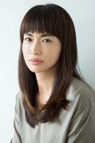 フジテレビ7月クールのドラマ『セシルのもくろみ』に出演する長谷川京子