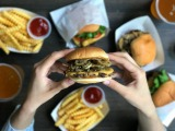 『Pickled Jalapeno Burger(ピクルド ハラペーニョ バーガー)』(税抜価格:880円)