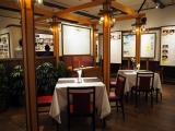 三鷹の森ジブリ美術館で5月27日スタート。新企画展示『食べるを描く。』レトロなレストラン風に設えられた第一室では、各作品ごとに代表的な食事のシーンを取り上げ、展示パネルで解説している (C)ORICON NewS inc.