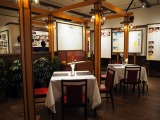 三鷹の森ジブリ美術館の企画展示『食べるを描く。』より。レトロなレストラン風に設えられた第一室では、各作品ごとに代表的な食事のシーンを取り上げ、展示パネルで解説している (C)ORICON NewS inc.