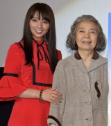 映画『光』初日舞台あいさつに出席した(左から)水崎綾女、樹木希林 (C)ORICON NewS inc.