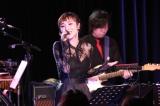デビュー10周年記念ライブで結婚を発表したAZU