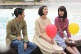 NHK連続テレビ小説『ひよっこ』第7週(第41回)より。久々に集まった幼なじみ3人。銀ブラを楽しんだあと、東京・日比谷公園で時子(佐久間由衣)は今の正直な気持ちを打ち明ける。左がみね子(有村架純)、右が三男(泉澤祐希)(C)NHK