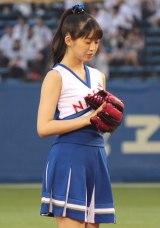 始球式でノーバンリベンジを達成させたモーニング娘。'17の牧野真莉愛 (C)ORICON NewS inc.