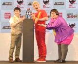 『DX超合金魂 超電磁ロボ コン・バトラーV』の発表会に参加した(左から)三ツ矢雄二、カズレーザー、安藤なつ (C)ORICON NewS inc.