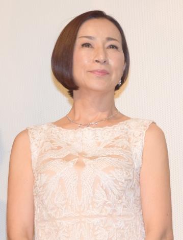 白い服の原田美枝子