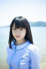 初のオリジナル曲「瀬戸内の声」センターの瀧野由美子(C)AKS