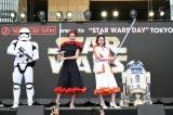 ファッションライブに登壇した(左から)池田美優、山本舞香