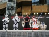 ファッションライブに登壇したのは(左から)ストームトルーパー、池田美優、山本舞香、R2-D2(C)ORICON NewS inc.
