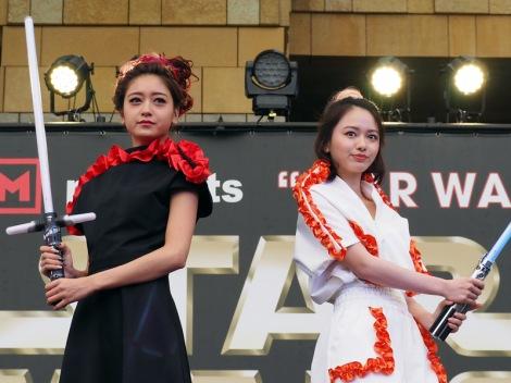 """東京・六本木ヒルズアリーナで開催された""""STAR WARS DAY"""" TOKYOの模様。ファッションライブに登壇した(左から)池田美優、山本舞香(C)ORICON NewS inc."""