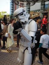 """東京・六本木ヒルズアリーナで開催された""""STAR WARS DAY"""" TOKYOの模様。左胸に40周年記念ロゴマークが! (C)ORICON NewS inc."""