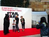"""東京・六本木ヒルズアリーナで開催された""""STAR WARS DAY"""" TOKYOの模様。カイロ・レンと写真が撮れました (C)ORICON NewS inc."""