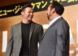 ジェームズ・マンゴールド監督(右)と仲良さそうに笑い合うヒュー・ジャックマン(写真は来日記者会見の模様) (C)ORICON NewS inc.