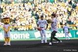 甲子園で始球式に初挑戦したジョングク