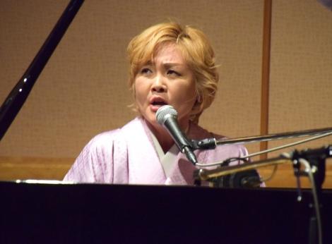 ピアノ弾き語りを披露した泰葉=『音楽活動状況並びに一連の告発に関する記者会見』 (C)ORICON NewS inc.
