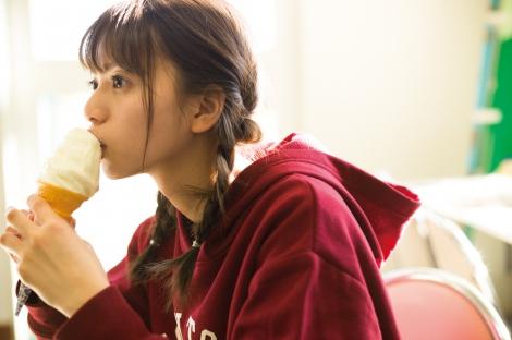 齋藤飛鳥ファースト写真集『潮騒』より(幻冬舎/撮影:細居幸次郎)