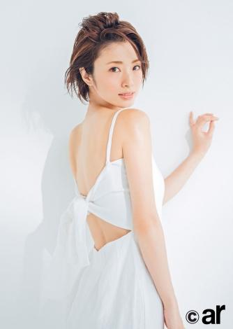 女性ファッション誌『ar』7月号で大人の色気を振りまいた上戸彩