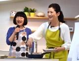 調理したダイエットレシピを報道陣に振る舞った(左から)柳澤英子氏、伊藤かずえ (C)ORICON NewS inc.