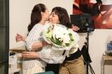 『母になる』クランクアップを迎えた(左から)沢尻エリカ、板谷由夏 (C)日本テレビ