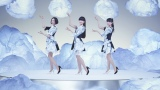 新曲『Everyday』のMVでAWA DANCEを披露するPerfume(左からのっち、かしゆか、あ〜ちゃん)