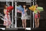 サプライズで歴代ハロプロリーダー(左から)中澤裕子、道重さゆみ、和田彩花も駆けつけた