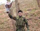 ドラマ『CRISIS 公安機動捜査隊特捜班』のクランクアップを迎えた小栗旬(C)カンテレ/フジテレビ