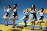 キュートな衣装で「マウスダンス」を披露した乃木坂46