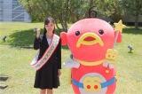 ABC朝日放送の新人アナウンサー・津田理帆とマスコットキャラクターのエビシー(C)ABC